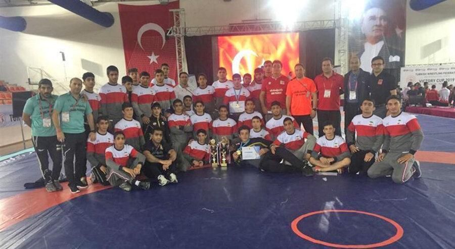 کشتی بین المللی نوجوانان جام پیروزی ترکیه؛ تیم آزاد قهرمان و تیم فرنگی نایب قهرمان شد