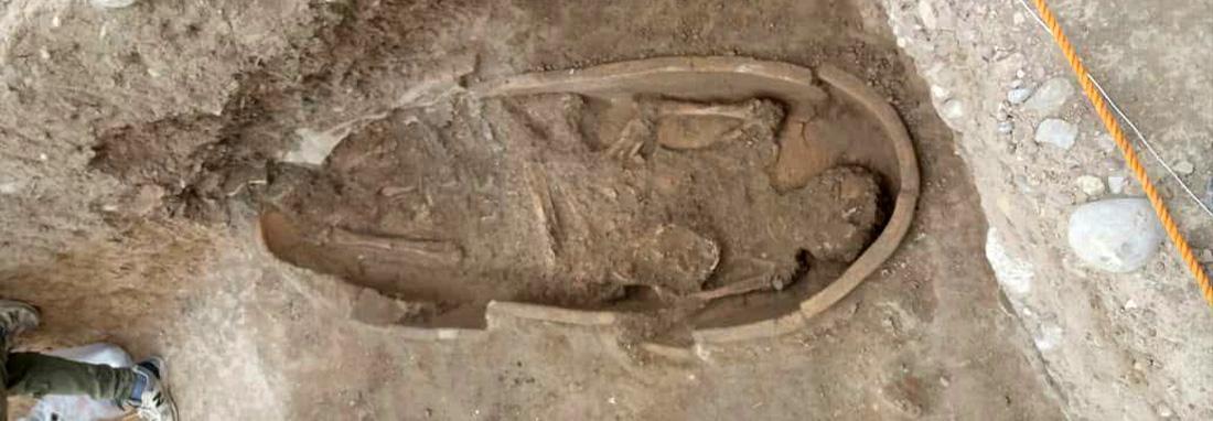 تصاویر تابوت های باستانی رها شده در محوطه ایلامی جوبجی ؛ اجساد نابود شدند؟ ، میراث خوزستان: سیل آمد، پول نداشتیم ؛ باستان شناسان هم تعلل کردند