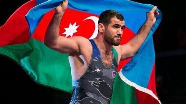اهدای مدال های آزادکار آذربایجانی به آستان قدس رضوی