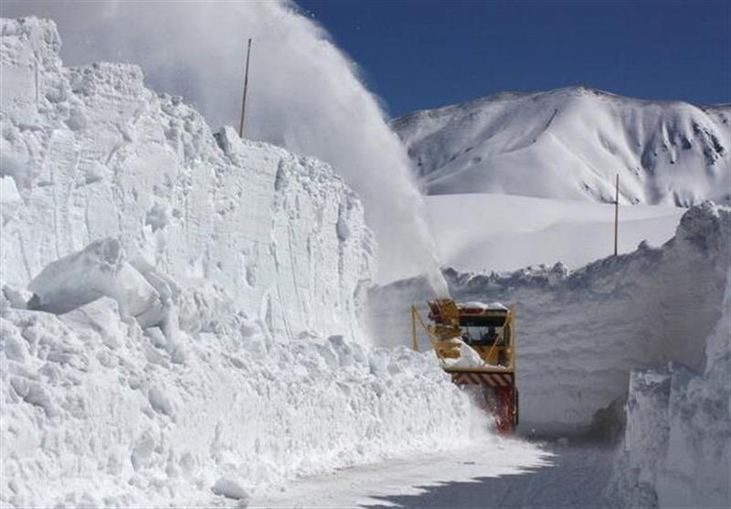 در جهان هنگام بارش برف چه می نمایند؟