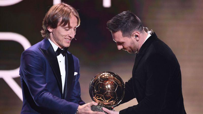 تبریک مودریچ به مسی برای کسب ششمین توپ طلا