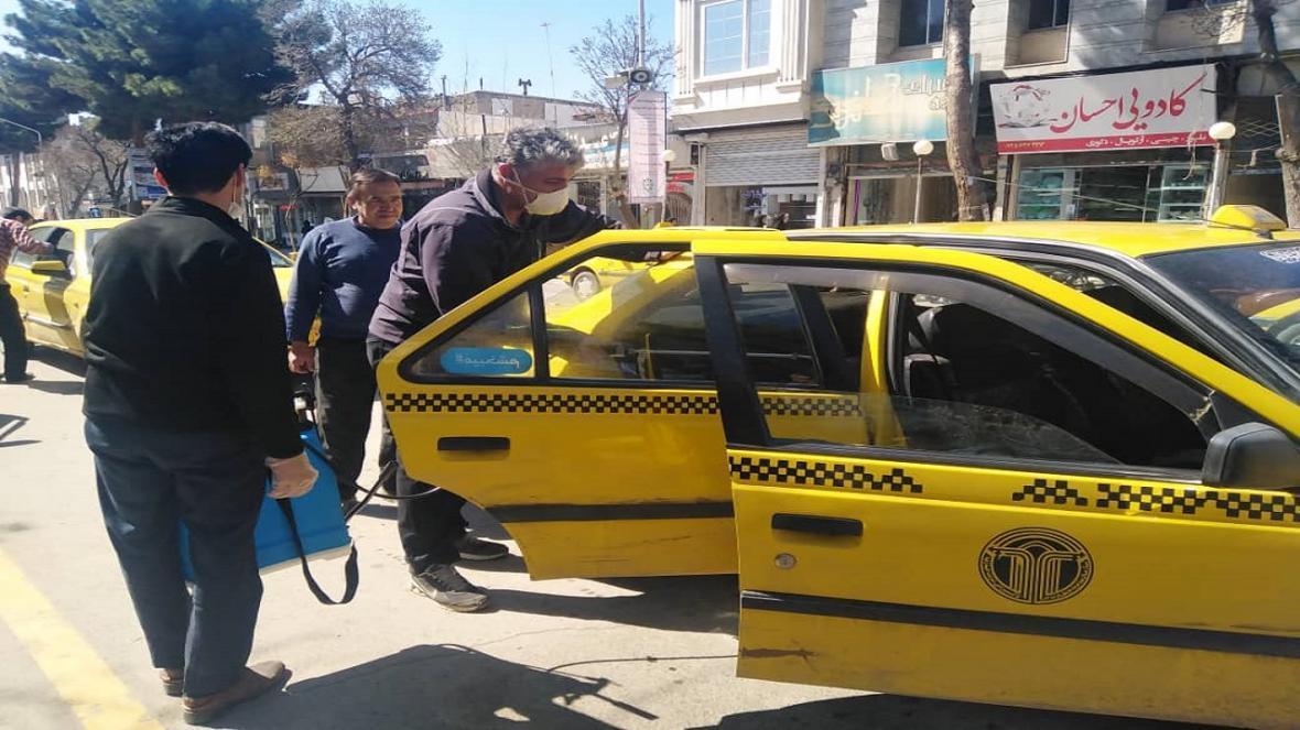 تاکسی های تربت حیدریه در مقابله با ویروس کرونا ضدعفونی شدند