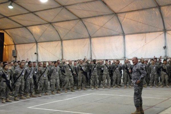 انتقال هزاران نیروی ائتلاف آمریکا از پایگاهها در عراق آغاز شد