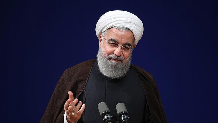 روحانی: بورس را محکم نگه می داریم