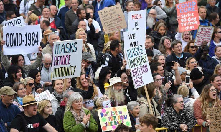 اعتراض هزاران انگلیسی به محدودیت های قرنطینه