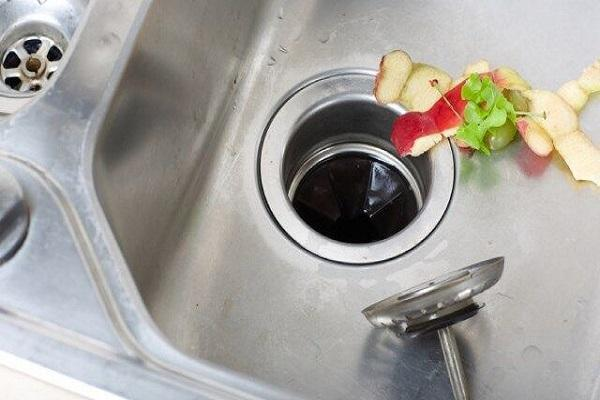 8 موردی که نباید اجازه دهید در راه آب ظرف شویی برود