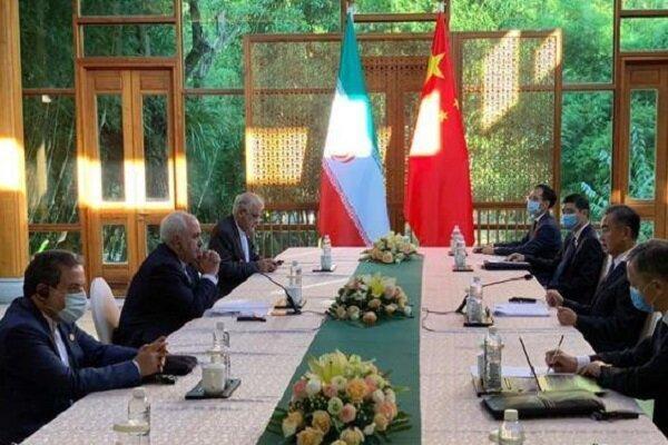 ظریف و وزیر خارجه چین با یکدیگر مصاحبه و مصاحبه کردند