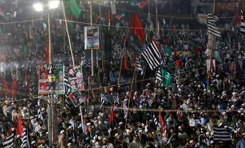 تظاهرات در پاکستان، ده ها هزار نفر خواهان استعفای نخست وزیر شدند