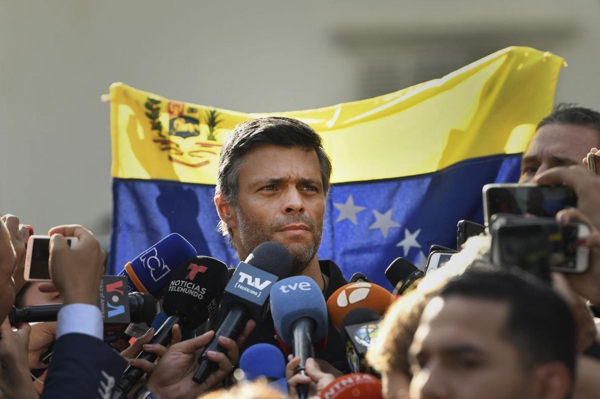 خبرنگاران چهره سرشناس مخالف دولت ونزوئلا به اسپانیا گریخت