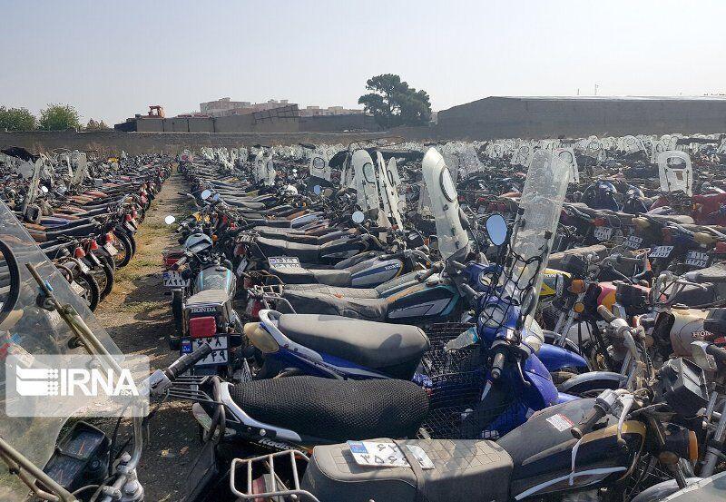 خبرنگاران طرح ترخیص موتورسیکلت های توقیفی از 17 آبان در دامغان شروع می گردد
