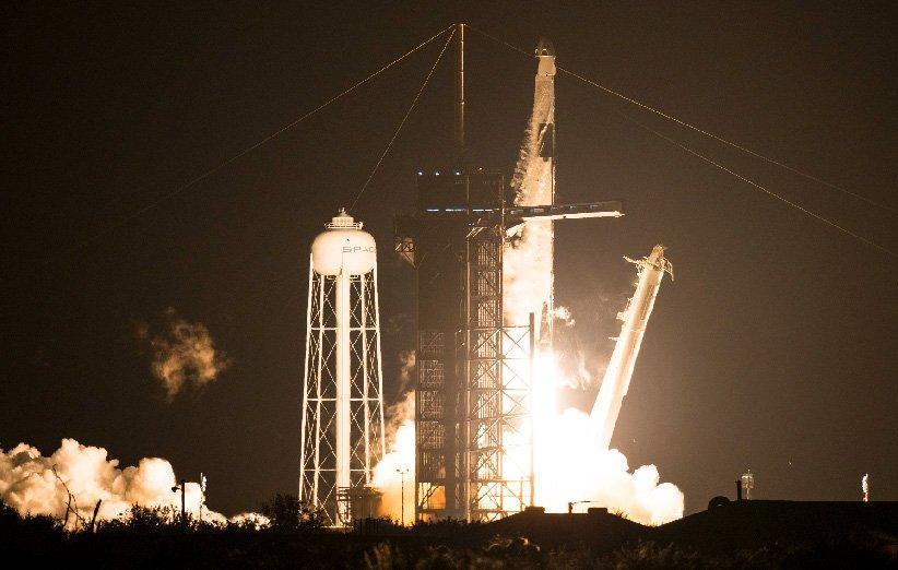 دراگون اسپیس ایکس سفر تاریخی خود را به ایستگاه فضایی بین المللی شروع کرد