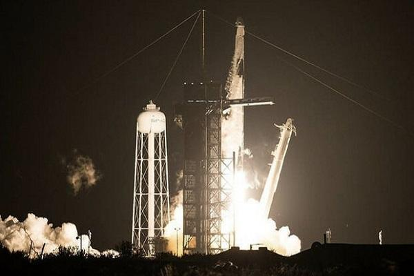 نخستین ماموریت ارسال فضانوردان به فضا از خاک آمریکا انجام شد(عکس)