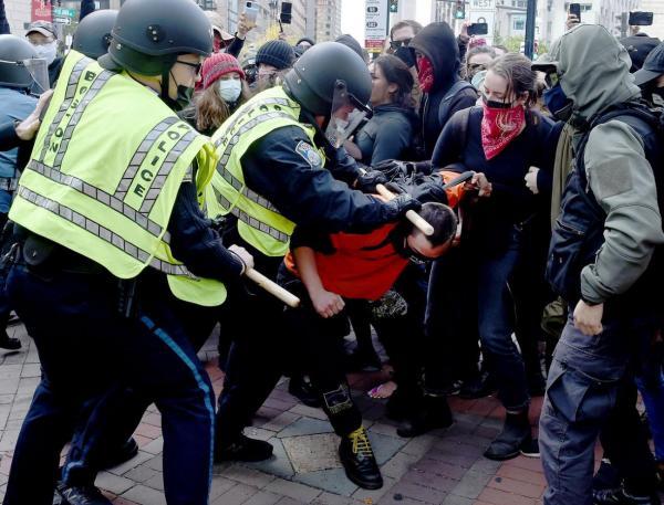 طرفداران ترامپ در واشنگتن با پلیس درگیر شدند