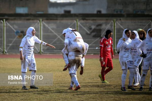 دختران فوتبال کرمان فاتح دیدارهای حساس لیگ برتر شدند