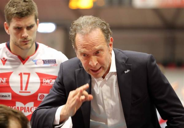 لیگ والیبال ایتالیا، سرمربی تیم موسوی تمدید کرد