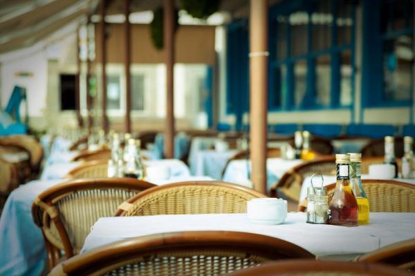 خبری از کرونا در رستوران ها و کافه ها نیست؟